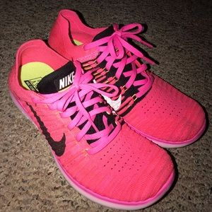 LIKE NEW! Light Pink Nike Running Shoes